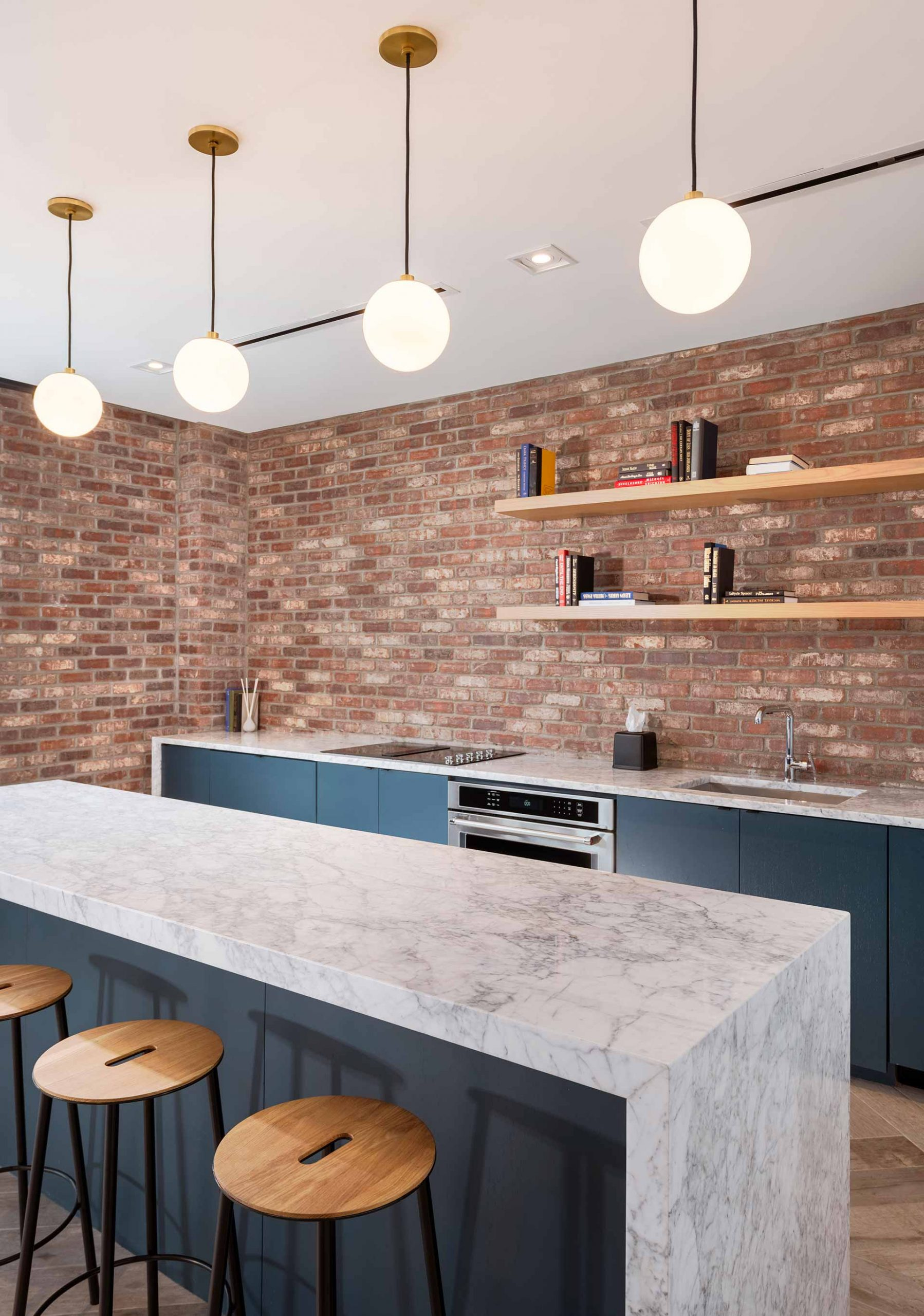 entertaining kitchen with bar