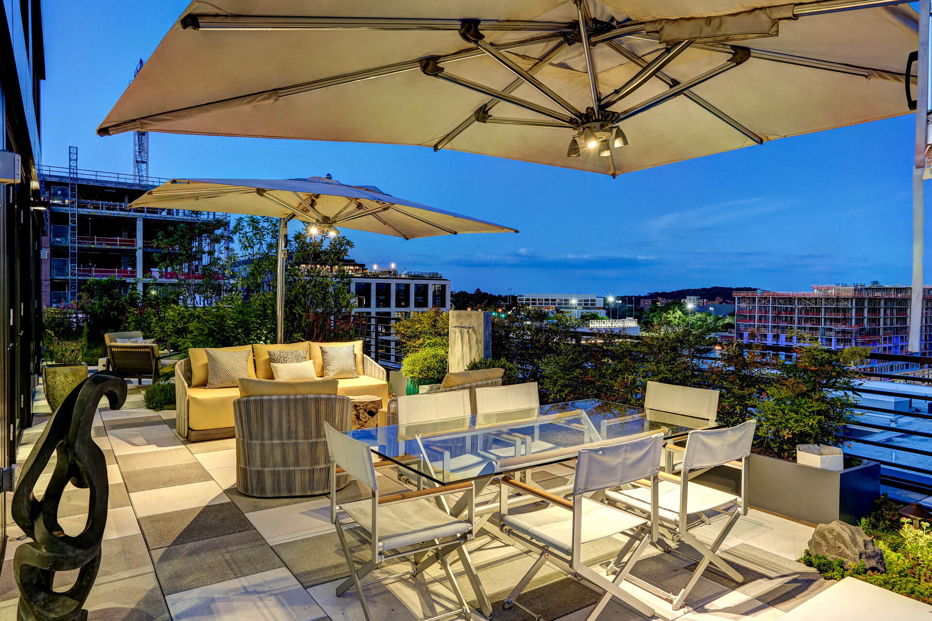 penthouse open air dining